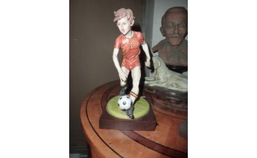 calciatore porcellana capodimonte